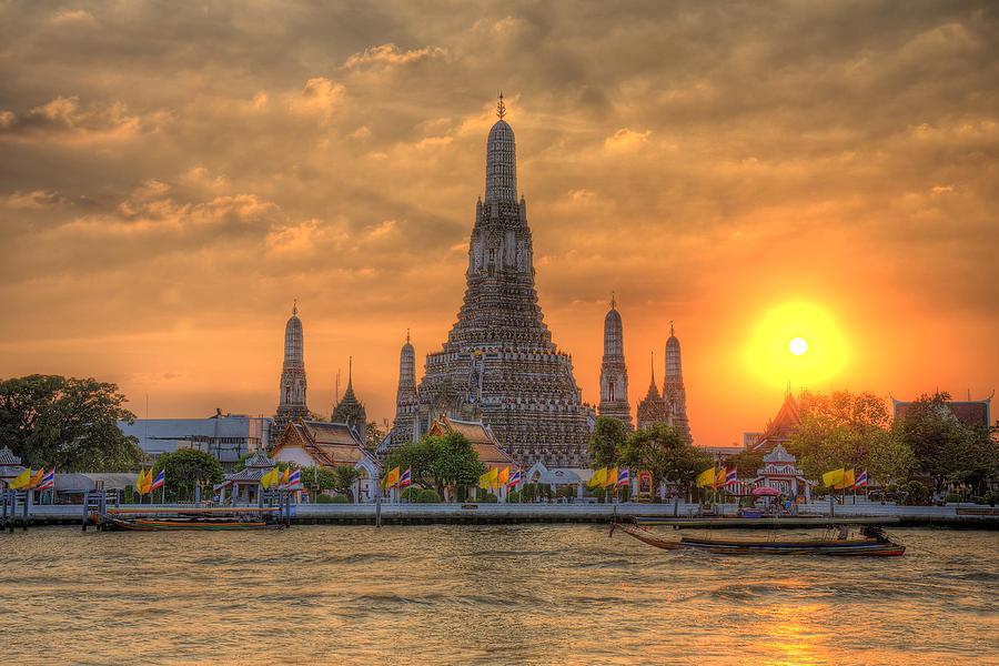 temple-of-wat-arun-bangkok-natthawat-jamnapa